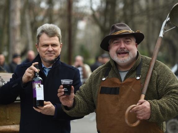"""""""Вилла Ямбол"""" угостила целый город по случаю фестиваля вина"""